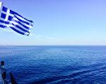 希腊的爱琴海,蓝得如此纯粹透澈,直入心扉。(筱林子提供)