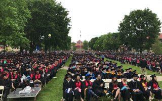 皇后学院2017年毕业典礼,三千学生出席。 (林丹/大纪元)