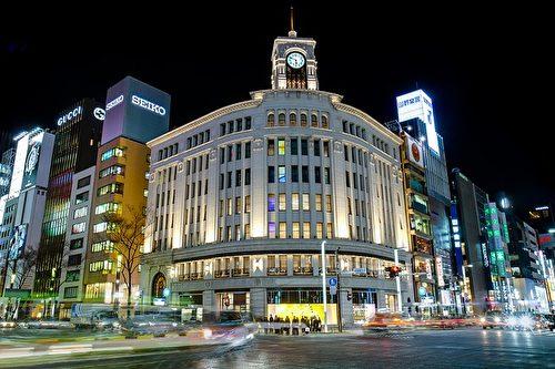 位于银座的和光百货(Wako),以高级百货闻名。和光百货的钟塔是银座地区的地标,百货营业时间内的每整点,顶楼的钟楼会响起西敏寺钟声来报时。(JordyMeow/CC/Pixabay)