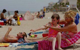 纽约市试点项目 海滩提供免费防晒霜