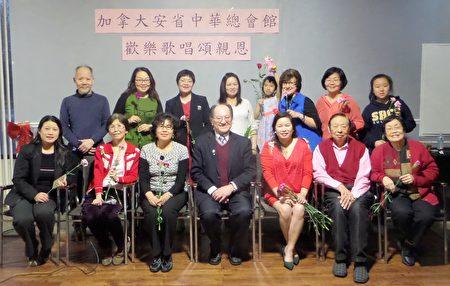 安省中华总会馆副主席温一山(前排中)与出席人员合照。(梁清祥提供文图)