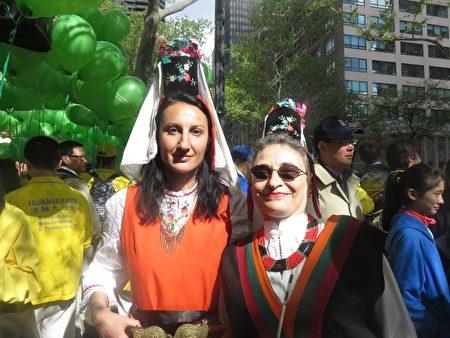 Minenassova 和Eerachka女士来自保加利亚。(绍燕/大纪元)