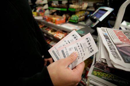 從去年5月25日開始,有一張2,400萬美元的彩票一直無人領取獎金。