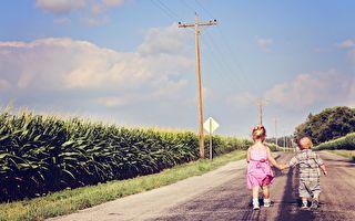 心寬路自寬,在自己的路上專注地、持續地走著,定能生輝。(Pixabay)