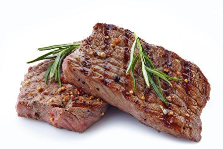 睡前如果吃了肉類食品,你的內臟就沒法好好休息了。(Shutterstock)