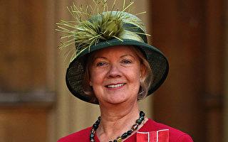 英女爵财富是女王3倍 骑自行车上下班