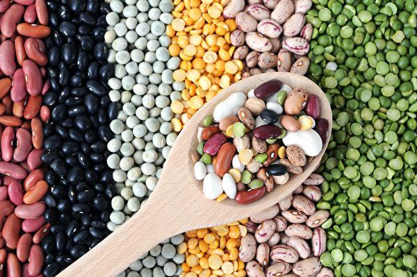 右为小扁豆。(AN NGUYEN/Shutterstock)
