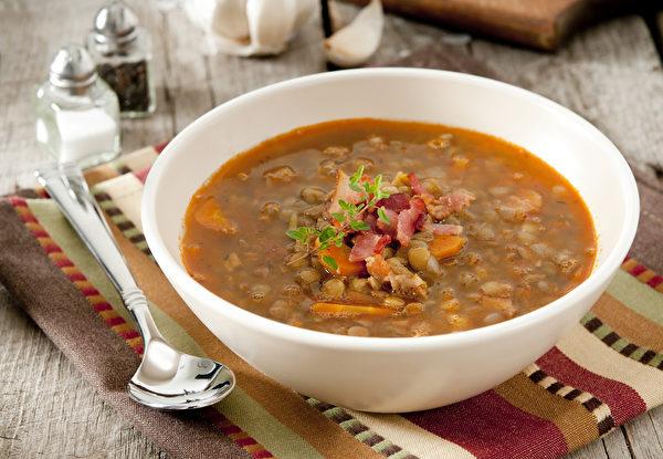 黄扁豆炖鸡汤。(Shutterstock)
