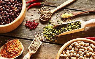 有多種營養又好味的雜糧,如黑豆、糙米等,可為健康膳食錦上添花。(Haveseen/Shutterstock)