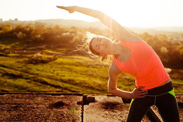 如果將間歇性斷食與運動相結合,大腦可望獲得更多收益。(pyrozhenka/Shutterstock)