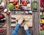 """当您兴致勃勃地查好菜谱,拿起""""奇葩""""蔬菜,再也不会为怎样切犯愁!(Stock-Asso/Shutterstock)"""