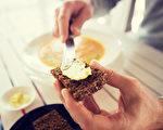 人們一直認為減少飲食中的飽和脂肪酸可以降低心血管疾病和2型糖尿病。(Syda Productions/Shutterstock)
