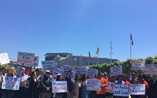 """市议员汤凯蒂(Katy Tang)、安世辉(Ahsha Safai)和民众呼吁市议会通过""""HOME-SF""""议案。(景雅兰/大纪元 )"""