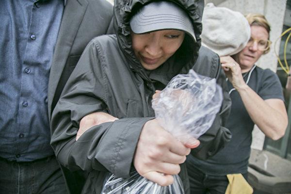 華裔女子李凡妮(Tiffany Li)涉嫌與男友合謀殺害前男友,今年4月6日繳納高價保釋金,意外曝光中國富人海外置產的內幕。(曹景哲/大紀元)