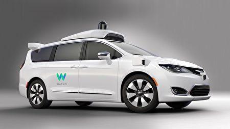 FCA与Waymo合作生产了100辆自动驾驶Chrysler Pacifica Hybrid,提供给民众体验。(Waymo)