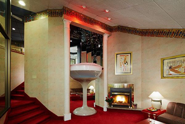 著名的香槟酒杯浴缸。(大纪元)