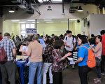 6月17日下午,费城华阜发展会 (PCDC)在费城中华基督教会暨服务中心举办了第九届年度社区资讯展览会。(杨茜/大纪元)