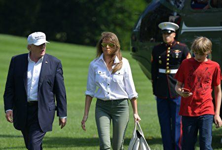 巴伦Barron Trump 拍照(MANDEL NGAN/AFP)