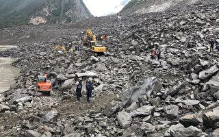 6月24日,四川省茂县发生山体突发高位垮塌,整个村子被全部掩埋。(STR/AFP/Getty Images)