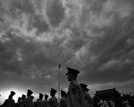 曾涉嫌多次參與江派政變的武警部隊,在中共十九大前,習近平當局再次調整十二個省級武警總隊及武警新疆建設兵團指揮部的15名主官。(Photo by Feng Li/Getty Images)