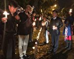 """近百名墨尔本华裔民众聚集在墨尔本中领馆前悼念""""六四""""。(大纪元)"""