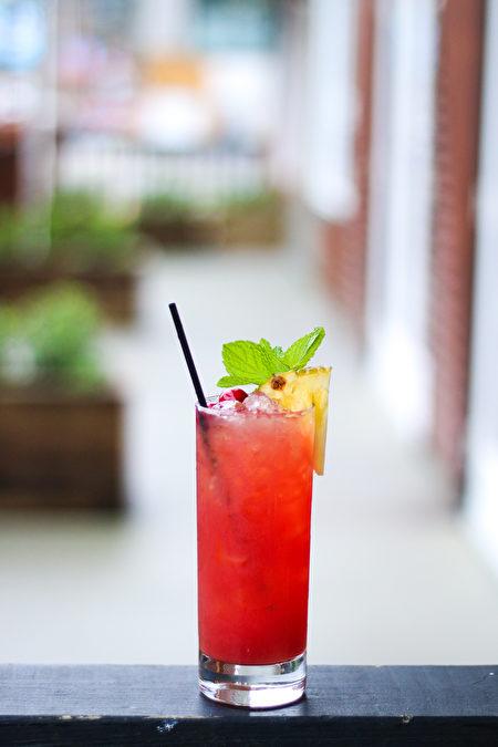 圖:Pomegranate Green Tea Punch(圖片由The Salted Vine Kitchen + Bar餐廳提供)