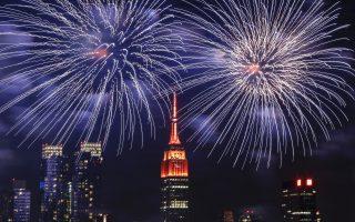 從6月中旬開始,紐約市就會開始上演大大小小的煙花秀。 (KENA BETANCUR/AFP/Getty Images)