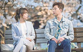 韩国艺人金智媛(左)与朴叙俊搭戏。(新唐人电视台)