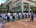 法轮大法学员组成的天国乐团,于6月10日受邀参加了波特兰市的玫瑰花车游行。(晓阳/大纪元)