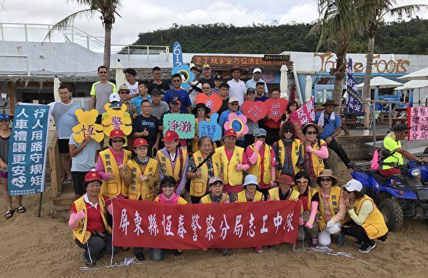 恒春分局动员警察及志工共80余人,于6月15日警察节当天早上,到垦丁南湾净滩。(恒春警分局提供)