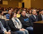齐柏林(前排中间)和所属阿布电影公司的曾琼瑶总经理(左二)2014年底参加哈佛的《看见台湾》放映会(谢开明提供)