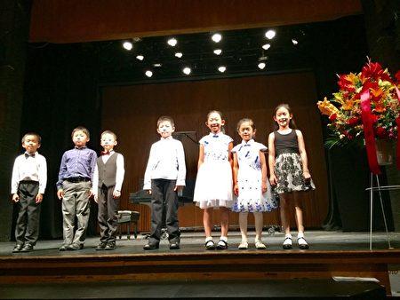 第三十二屆國際鋼琴比賽部分獲獎選手合影。(鋼琴比賽主辦方提供)