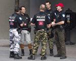蒙特利爾警察從2014年7月起穿迷彩褲抗議養老金改革,圖為蒙特利爾街頭穿著迷彩褲的警察。(加通社)