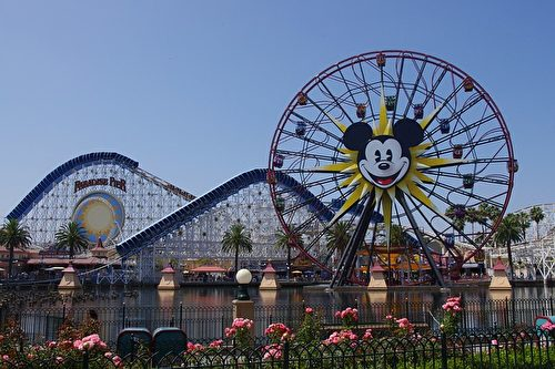 加州迪士尼乐园内,图为米奇摩天轮。(extremis/ CC/Pixabay)