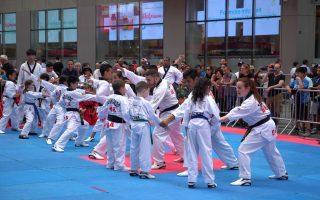 時代廣場打跆拳道 韓流引民眾圍觀