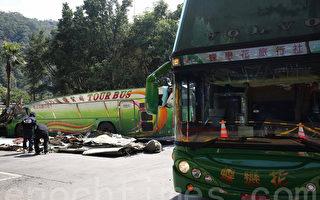 今年2月國道5號發生蝶戀花遊覽車翻覆事故,造成33人死亡,引發國人對車輛碰撞安全的重視。(大紀元資料照)