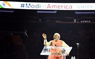 2017年6月26日,印度总理莫迪将与美国总统川普首次会晤。图为2015年莫迪访问美国,在纽约麦迪逊广场花园发表演讲。(DON EMMERT/AFP/Getty Images)