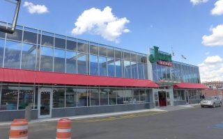 班森贺的新世界超市将于本周六开门营业。 (蔡溶/大纪元)