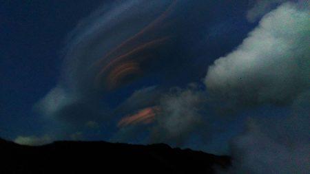 """组图:""""彩色飞碟云""""台警拍摄到极美照片"""