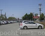 谷歌计划在圣荷西火车站附近建设大型办公园区,目前这里的很多工业厂房已经被废弃,工厂的停车场也都改建成公共停车场。(曹景哲/大纪元)