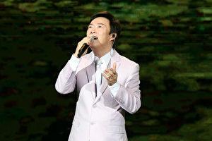费玉清(图)一连四天将在台北小巨蛋开唱,10日首场吸引了满座观众的支持。(宽宏艺术提供)
