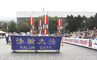 法輪大法美西天國樂團,6月10日參加波特蘭玫瑰節遊行,受到民眾歡迎。(林驍然/大紀元)