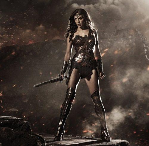 電影《神力女超人》(Wonder Woman)創下女超級英雄票房最高紀錄,網路上評價極高。(華納兄弟提供)