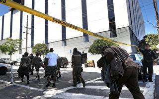 6月14日,發生槍擊事件後,UPS員工在撤離分揀配送中心。(Justin Sullivan/Getty Images)