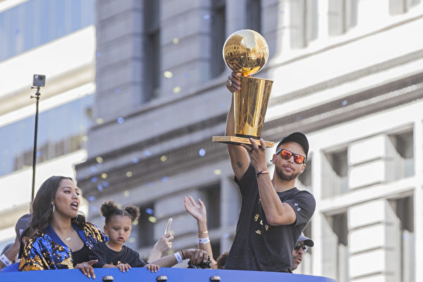 NBA勇士慶功大遊行 百萬球迷齊聚奧克蘭