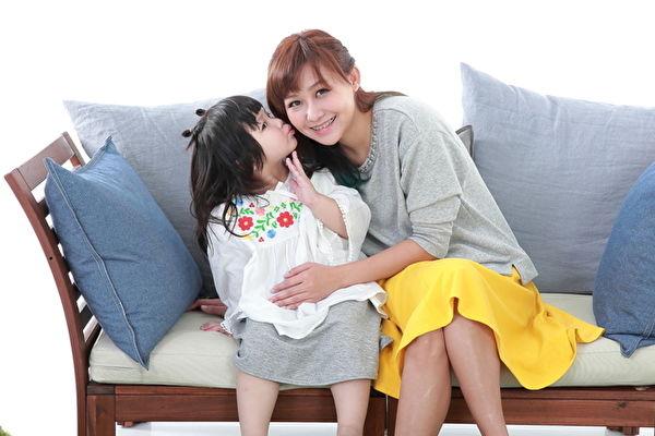 台灣網紅「那對夫妻」再推新歌,此次是以老婆Nico(品筠)與女兒妮妮一同合唱。(超人氣娛樂提供)