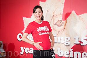 藝人Janet(謝怡芬)6月22日挺著6月孕肚在台北出席服飾品牌公益活動。(陳柏州/大紀元)