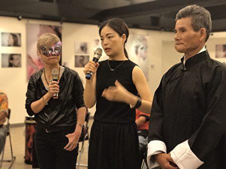 「破繭 癒火 重生」--定義美麗攝影展策展人陳美麗(左1)與彩妝造型師馬家駒(中)在現場示範。(高市社會局提供)