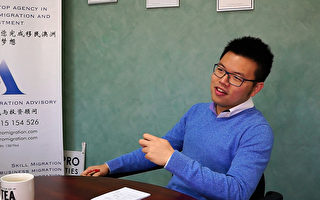 西澳华裔黄力群(Ernest Ng)在大学毕业后就开始了自己的创业之路,5年之内,先后成立了一家移民和房地产公司。与《大纪元》的合作为其广积人脉,打开知名度,助其事业蒸蒸日上。(文塬/大纪元)