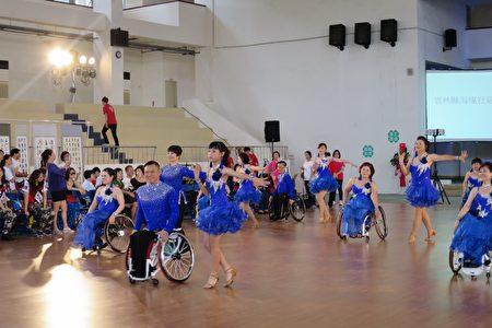 轮椅运动舞蹈演出。(云林县府提供)